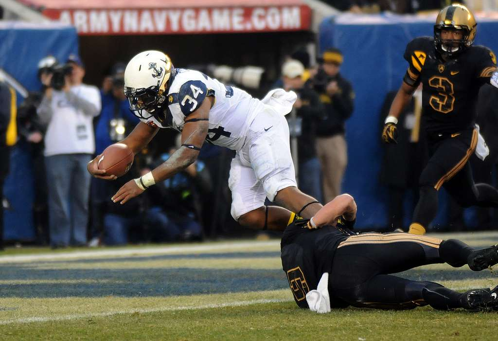 Navy FB Noah Copleand scores first in the 2012 Army-Navy game.